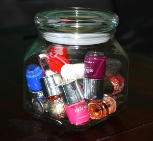 nail-polishes-in-jar